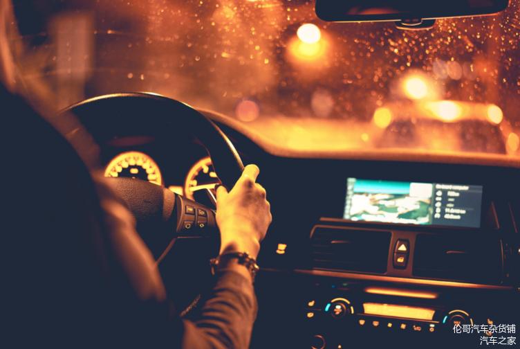 晚上开车被对方闪三下是啥意思 公认灯语要知道