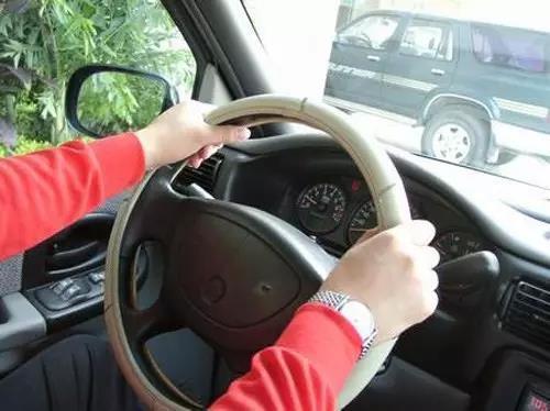 方向盘能诊断汽车问题?这3点90%的人不知道