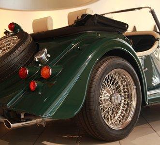 定制化制造是摩根汽车的特色,roadster可以提供10种车身外观颜色,7种