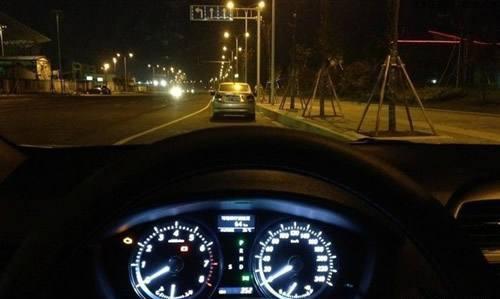 晚上开车走夜路 视线不好的情况下如何安全开车?