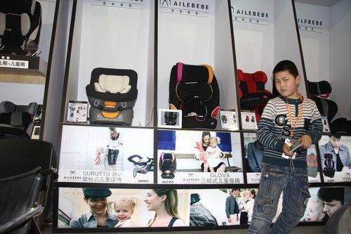 品牌儿童座椅起步价三千多 车主是否买单