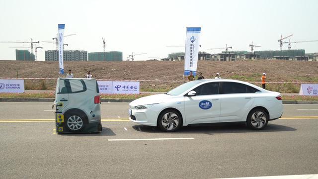 """精彩:或许这就是汽车的未来i-VISTA""""中国电信5G杯""""自动驾驶汽车挑战赛在重庆落幕"""