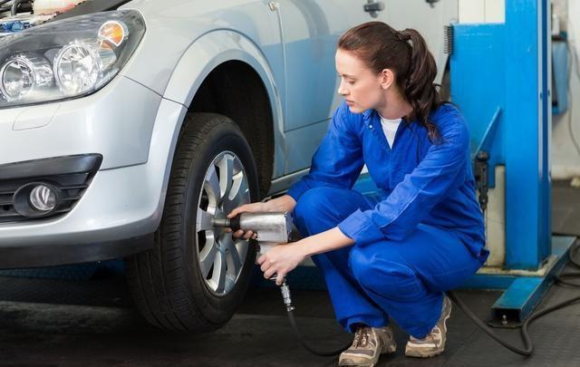 汽车胎压调到2.4或2.5是最安全 老司机 都不对