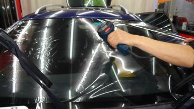 汽车贴膜对哪块玻璃要求高 隔热率60%最佳