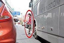 盲区四:大车后面的行人