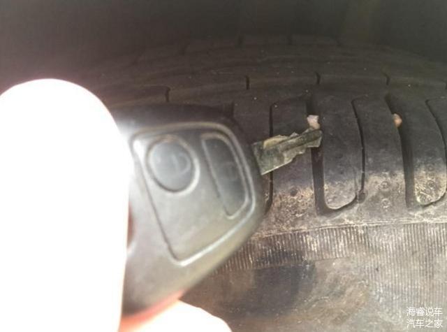 车胎花纹里有石子怎么清 别傻傻用钥匙抠了