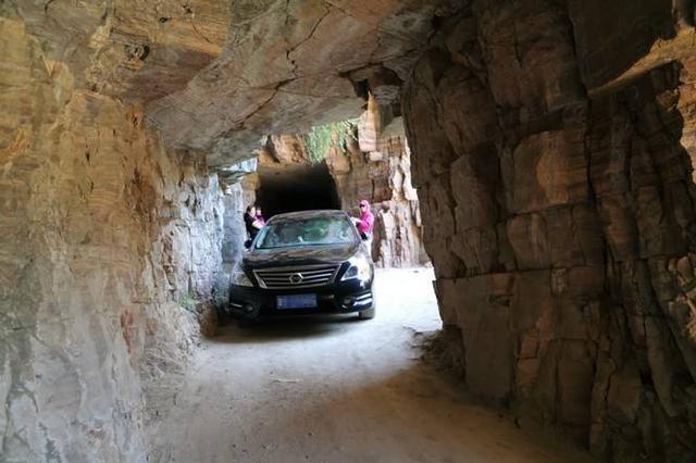 窄路行车这么过最安全 女司机看了都说不难