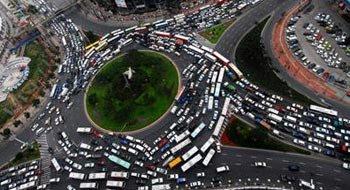 汽车繁荣与交通难题 汽车社会应和谐发展
