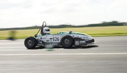 德学生创电动车加速新纪录 百公里仅需1.779秒