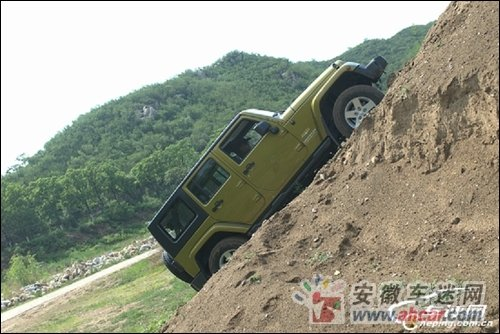 试驾丰田FJ酷路泽对比吉普牧马人 不相上下