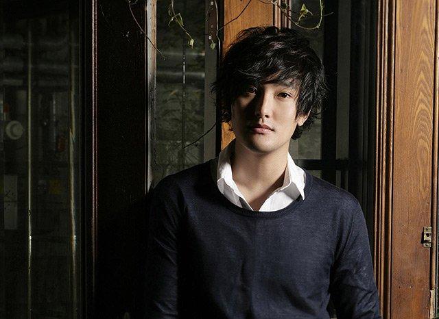 《韩国好声音》第一,二季导师,韩国著名歌手安七炫