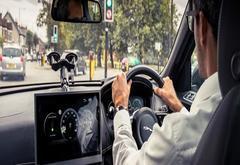 不用再等绿灯了 捷豹路虎研发绿灯最佳速度建议技术