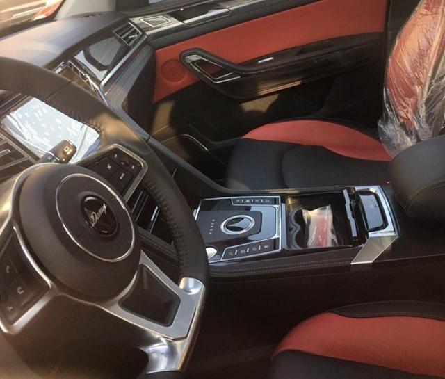 众泰大迈X7 2.0T车型曝光 配旋钮式换挡