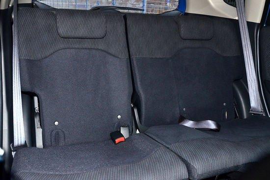 飞度的后排座椅靠背角度可调-新骊威对比新飞度 大空间两厢小车之争高清图片