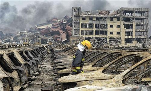 天津爆炸损毁进口车超万辆 损失达40亿元
