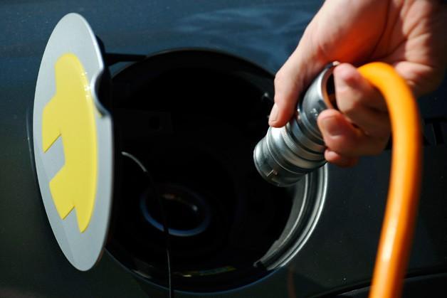 英政府拨款8000万英镑 建电动汽车电池中心