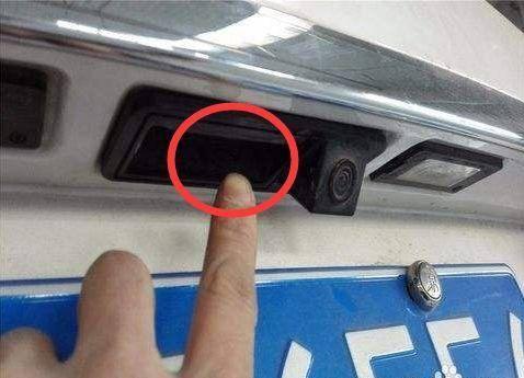 汽车钥匙被锁车内 不用再愁 这一小技巧太好用了