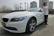 白色宝马Z4 2.0 入门敞篷跑车