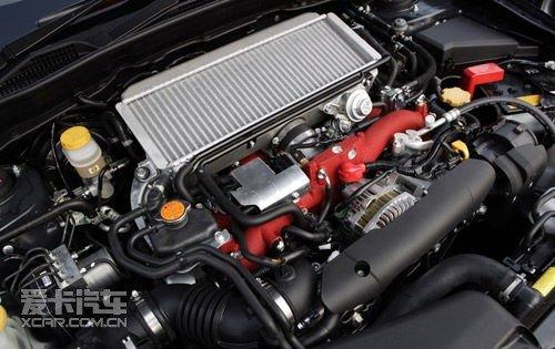斯巴鲁水平对置发动机结构图及实车发动机舱