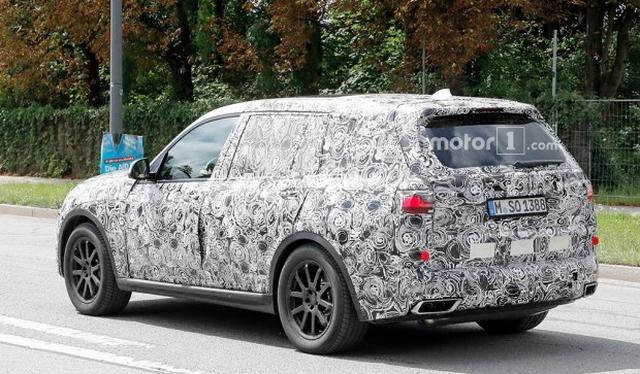 全新旗舰级SUV 宝马X7量产版国内曝光
