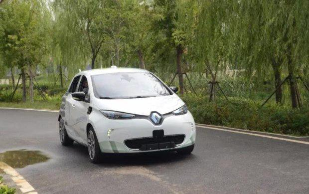 雷诺开发全新自动驾驶技术 模仿车手规避道路障碍