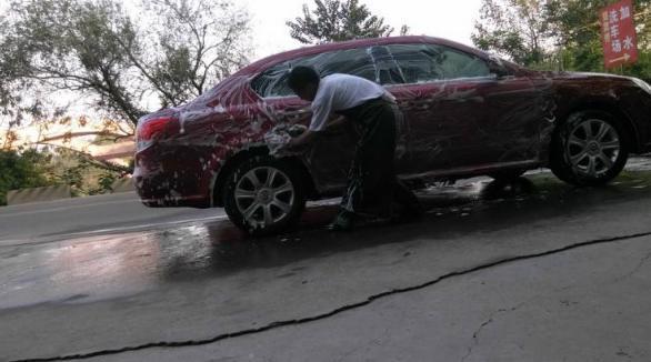 洗车店竟把车子刮花?许多车主不知道的内幕