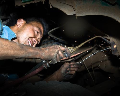 美国人自己修车是家常便饭 为啥国内就不行?