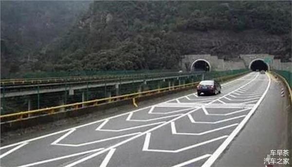 高速公路上特有的4种标线 一定要记住
