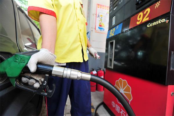 国内油价迎三连涨 加满一箱将多花2元