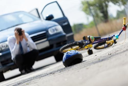 开车撞人后 你是先垫付医药费还是走保险