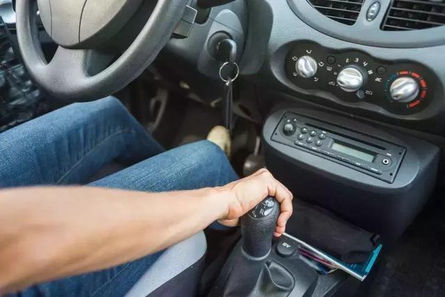 自称老司机的车主 喜欢二挡起步 真的不毁变速箱吗