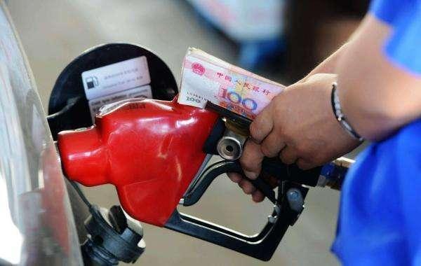 4月12日国内汽/柴油价每升将上调约0.15元