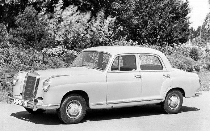 Drop Line下滑腰线的灵感正是来自奔驰在上世纪50年代推出的220系列车型,上图为220 a