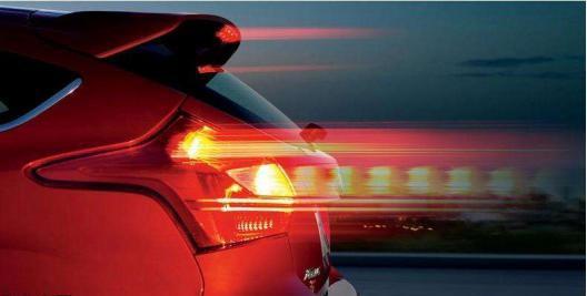 手动档减速时 刹车跟离合到底谁该先来?