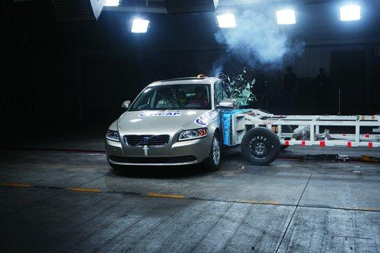沃尔沃S40 碰撞测试-五星级碰撞评价 2011年中国安全车型推荐高清图片