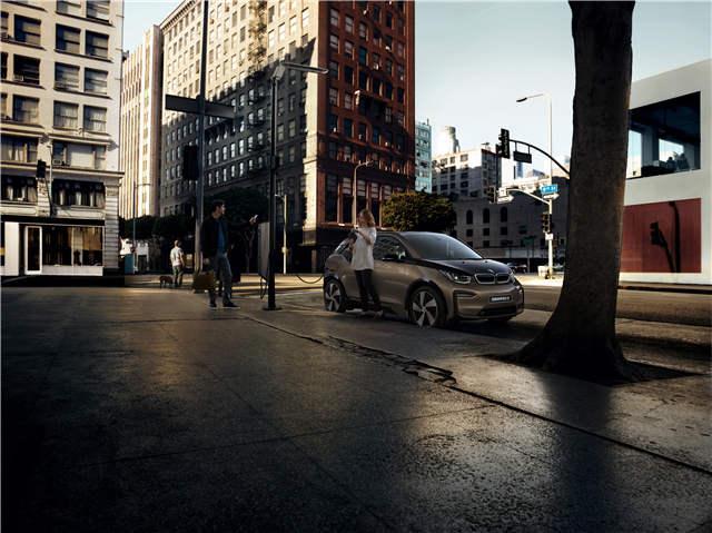 宝马集团继续引领豪华电动汽车市场 直流快充充电桩提供便捷智能的用户体验