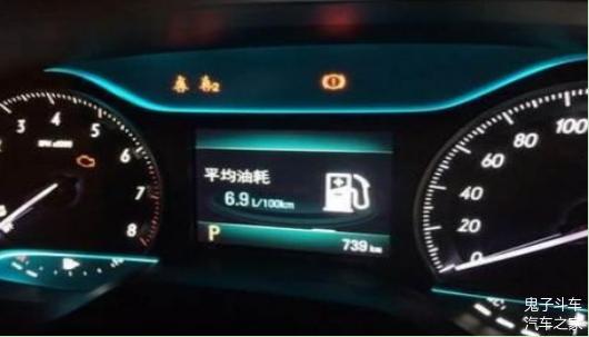 驾驶中D档可以直接换到S档吗 需要踩刹车吗