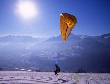 象鸟儿一样飞翔――搜索滑翔伞极限运动