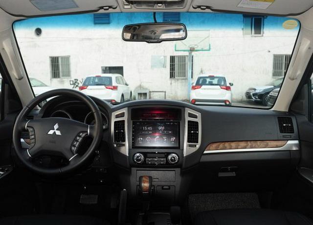 帕杰罗3.0L自动舒适版上市 售价37.98万元