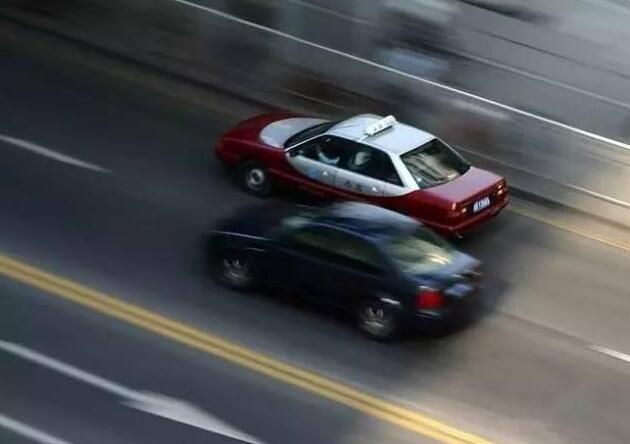 这么久了还一路挂三挡 开慢车不一定安全