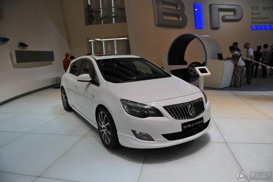 别克君威GS/英朗XT轿跑改装车亮相北京车展