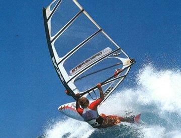 天气暖了可以去学习刺激的水上帆板啦