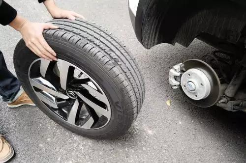 新轮胎该装到前轮还是后轮?还在纠结吗?