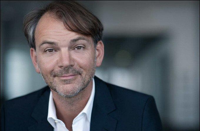 荷兰人Adrian von Hooydonk从克里斯?班戈那里接过了宝马设计总监的位置