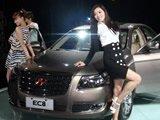 车模与新车合影