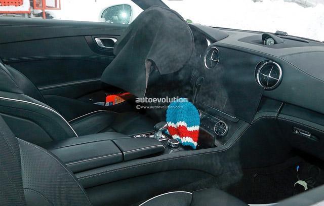 奔驰改款SL最新谍照曝光 配先进全LED头灯