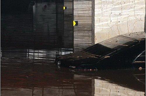 专家解读车损险/涉水险 车主如何应对暴雨天