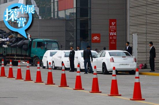 [上海车展探营]展馆外各种姿态的展车抢先看