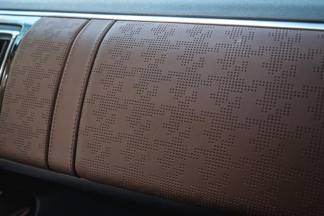 汽车时髦碰撞 西风雪铁龙C6尊贵型Nappa版