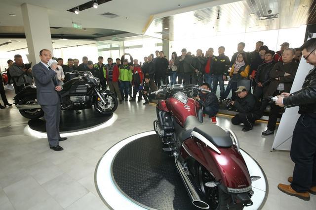 本田进口大排量摩托车GL1800C登陆中国